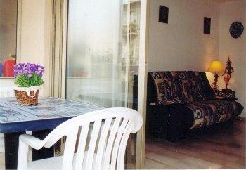 rental stuido nice. Black Bedroom Furniture Sets. Home Design Ideas