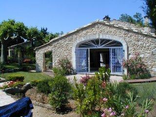 location villa piscine eygaliere provence. Black Bedroom Furniture Sets. Home Design Ideas