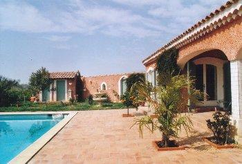 Location vacances villa piscine pont de crau arles provence for Garage costa marseille