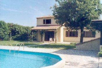 Location villa camps la source toulon var for Bungalow martinique avec piscine pas cher