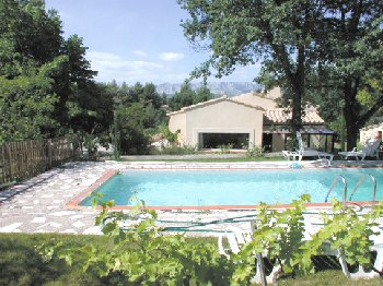 Holiday rental fuveau aix en provence for Piscine fuveau